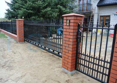 Balustrady, ogrodzenia, bramy ze stali czarnej